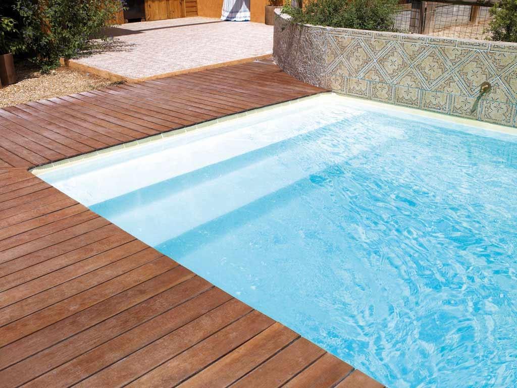 escadas para piscinas piscinas desjoyaux. Black Bedroom Furniture Sets. Home Design Ideas
