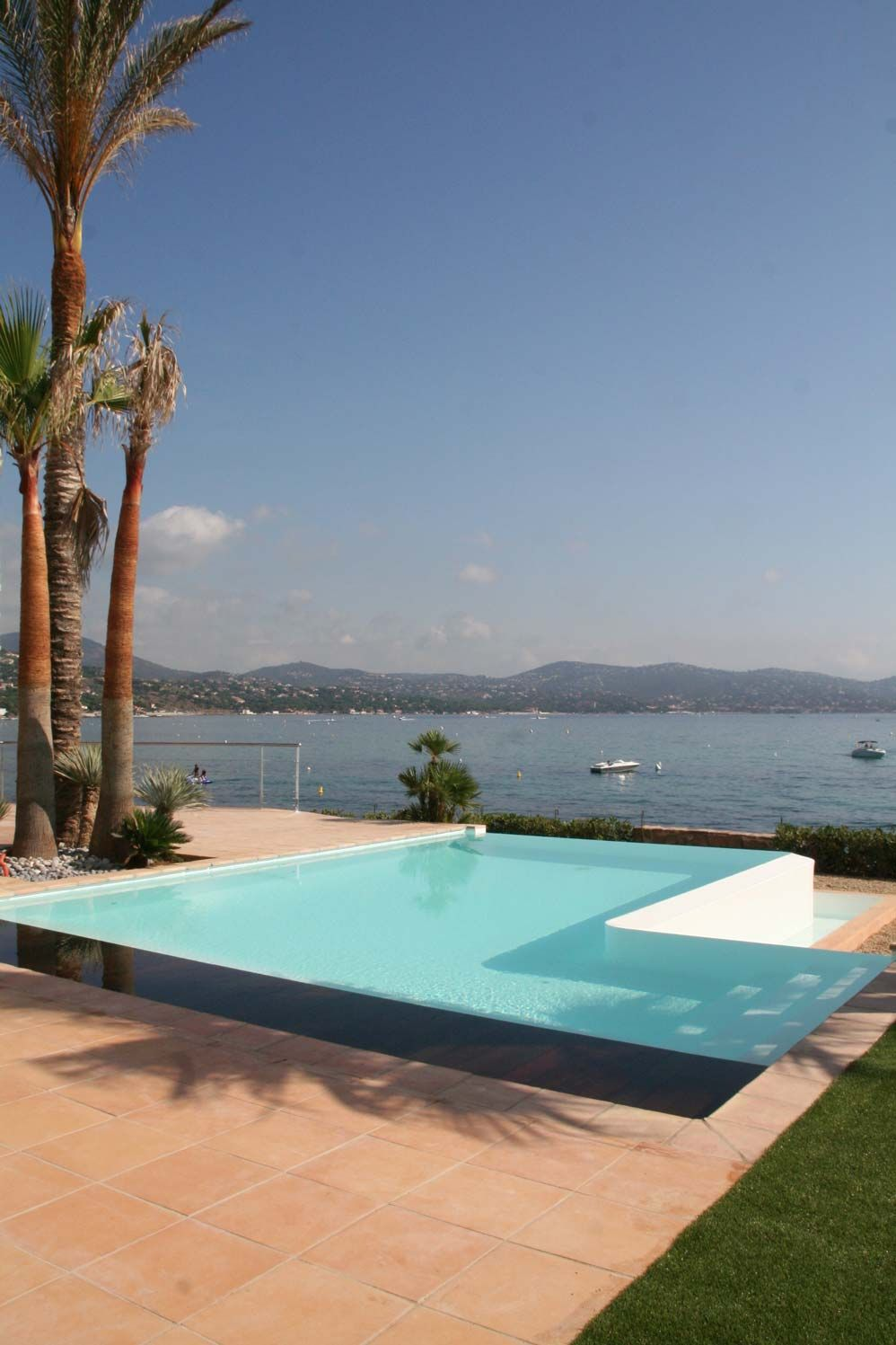 Piscina com borda infinita piscinas desjoyaux for Piscinas desjoyaux